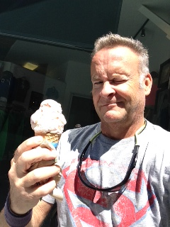 FREE CONE DAY SELFIE