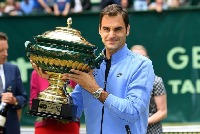 FED IN BLUE WITH TROPHY AT HALLE