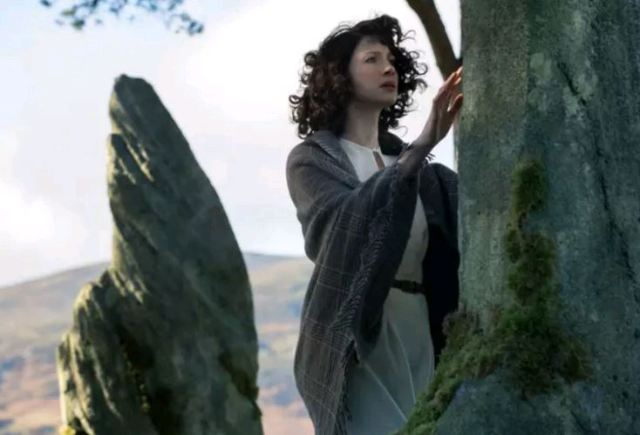 OUTLANDER CLAIRE AT STONES