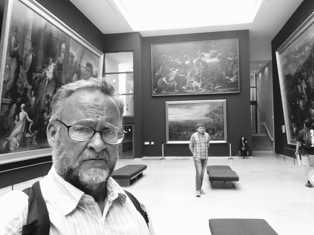 BW SELFIE AT LOUVRE
