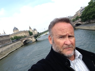 SELIFE ABOVE THE SEINE
